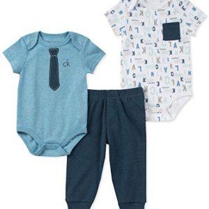 Új, címkés, eredeti Calvin Klein babaruha, kisfiú háromrészes szett.