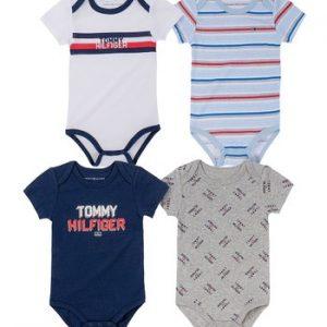 Új, eredeti, címkés Tommy Hilfiger babaruha, kisfiú 4 darabos bodyszett.